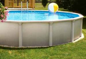 Maison avec piscine construction comprendrechoisir for Construction piscine kit